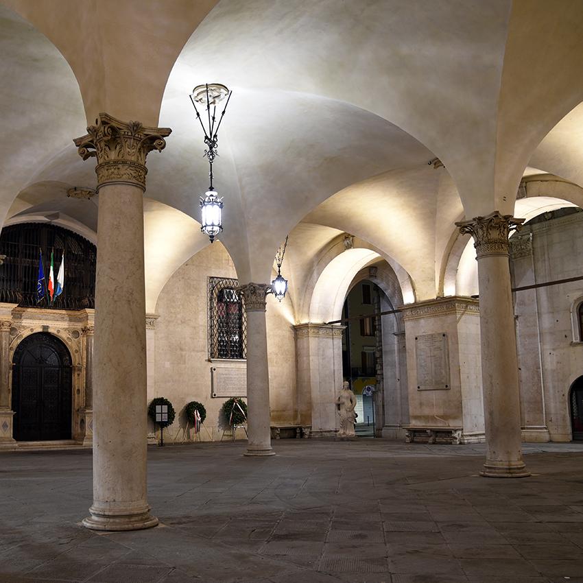 Il portico del Palazzo della Loggia - Brescia